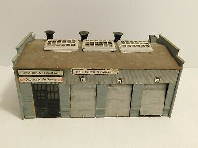 $ CDN7.58 • Buy HO Scale Train Pre-Built Rail Truck Terminal Garage Building