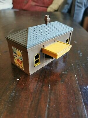 Tri-ang Lineside Buildings R60 Station Platform Ticket Office Early Red Version • 1.10£