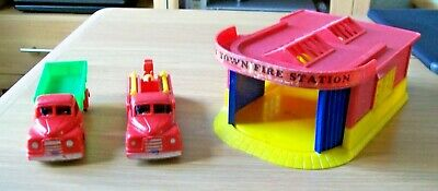 Vintage Mettoy Fire Station And Vehicles From The 1950's • 9.38£