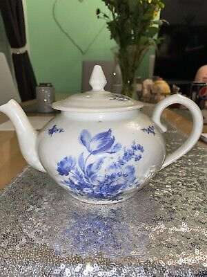 White And Blue Floral Teapot - Apilco, France • 2.80£