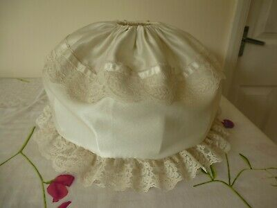 Pretty Satin Cream Lightshade With Lace Trim - Base 24cm Height 19cm • 4£