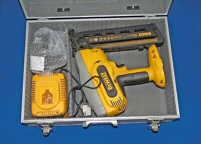 DeWalt Nail Gun - DC618 With New Battery, Charger And Over 3000nails • 205£