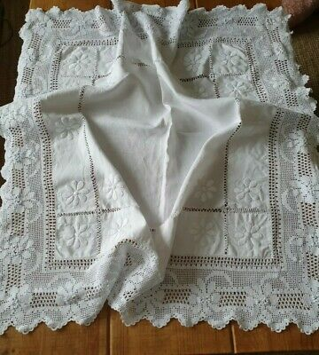 Vintage Linen Hand Embroidered Table Cloth With Deep Edge Very Pretty Lace  • 10£