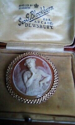 Gold Tone Cameo Brooch • 2.20£