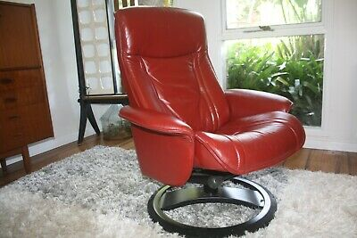 AU499 • Buy Retro Mid Century Style Scandinavian Red Leather Swivel Armchair *Delivery Avail