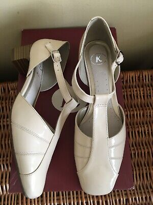 £12.99 • Buy Bnib CLARKS Ivory Patent Leather Classic T-bar Wedding Shoes 4EE X Wide Eu 37