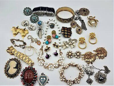 $ CDN13.07 • Buy Lot Of Mixed Vintage Jewelry Bracelets Brooches Earrings Necklaces LB298