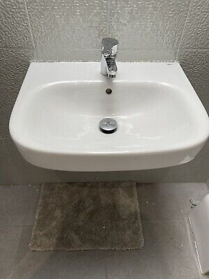 £23.90 • Buy Roca Basin - Wall Hung, 550mm Wide, 1 Tap Hole. No Taps.