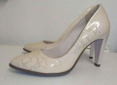 £12 • Buy Clark's Nude & Cream Patient Leather Court Shoes. Size 5/38. Ex. Cond.
