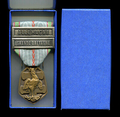 £0.99 • Buy 1939-1945 WW2 French Commemorative Medal With Two Clasps And Box