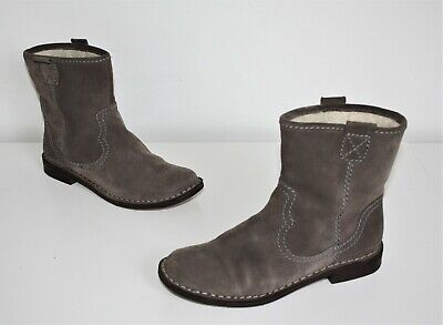 £25.99 • Buy Clarks Ladies Suede Leather Ankle Boots,seldom Used Size 6d