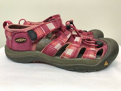 843fbfb587be KEEN Newport Waterproof Walking Shoes Sandals Red Pink Womens Size 5 •  17.95
