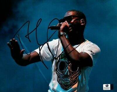 Tinie Tempah Signed Autographed 8X10 Photo On Stage White Shirt GV869501 • 31.75£