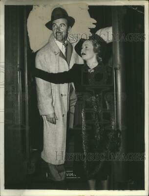 $ CDN28.23 • Buy 1940 Press Photo Madeline Carroll & Preston Foster Arrive In Chicago