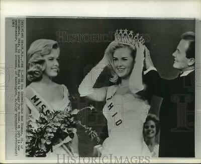 $17.88 • Buy 1965 Press Photo Sue Ann Downey Crowned Miss USA By Singer Pat Boone, Florida