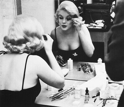 Marilyn Monroe Doing Her Makeup PICTURE PRINT CANVAS WALL ART FRAMED 20X30INCH • 22.99£