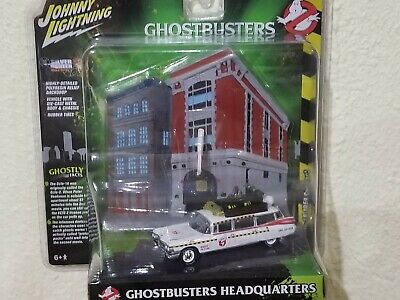 Johnny Lightning 1:64 Ghostbusters Ecto-1A 1959 Cadillac With Firehouse Diorama • 10.78£