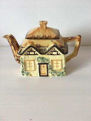 Vintage Staffordshire ''thatched Cottage' Teapot  • 5.99£