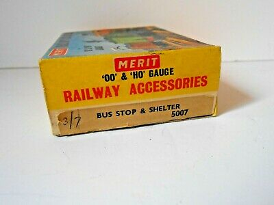 £9.99 • Buy  Vintage Merit Oo/ho Railway Acessories 5007 Bus Stop And Shelter With People