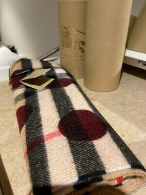 Burberry The Classic Check Cashmere Scarf For Women • 150£