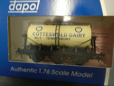 Dapol 6 Wheel Tank Wagon Cotteswold Dairy Tewkesbury New Boxed For 00 Gauge. • 47.50£