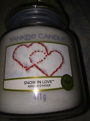 Yankee Candle Medium Jar Candle In Snow In Love • 10£