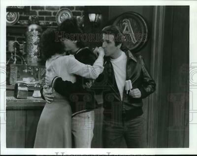 $15.88 • Buy 1983 Press Photo Actors Erin Moran, Scott Baio, Henry Winkler In  Happy Days