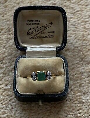 Antique Art Deco Stylish 18ct Gold Emerald & Diamond Ring  • 355£