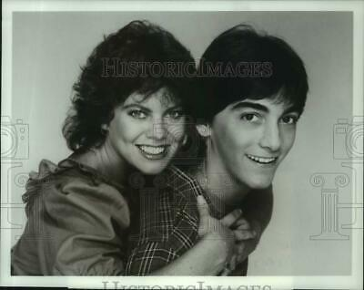 $19.99 • Buy 1982 Press Photo Erin Moran, Scott Baio Star In  Joanie Loves Chachi  On ABC