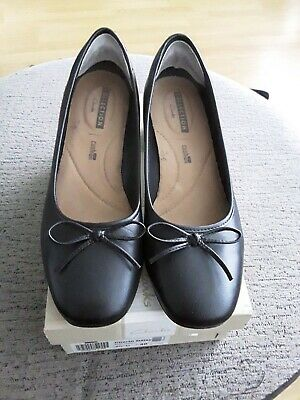 Ladies Clarks Chartli Daisy Black Leather Shoes Size 6.5 • 3.20£