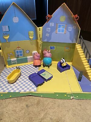 Peppa Pig House -with Daddy Pig & Mummy Pig - Zoe Zebra - Accessories • 13.50£