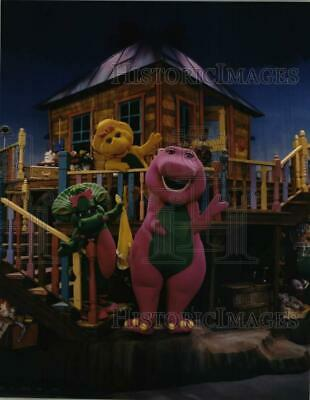 $ CDN25.20 • Buy 1996 Press Photo Scene From The Stage Production Of  Barney's Big Surprise