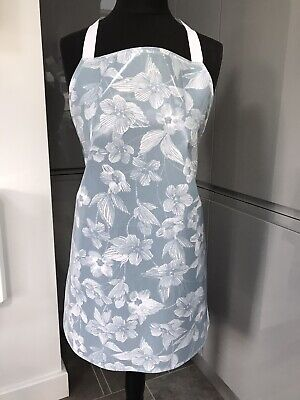 Adult/ladies Apron Cooking/craft Pvc Wipe Clean. Blue Floral Design. Ideal Gift • 8£