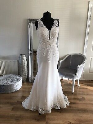 AU220.32 • Buy Bridal Gown/Wedding Dress,V-neck, Sleeveless,Low Back, Lace,Size 18, Brand New