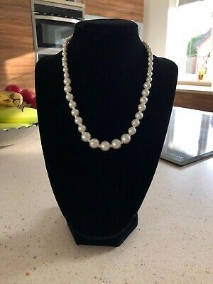 Graduated Faux Pearl Necklace • 3.30£