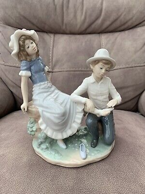 "Nao By Lladro Figurine ""A Tender Moment"" Boy Bandaging Girls Foot #448 Beautiful • 10£"