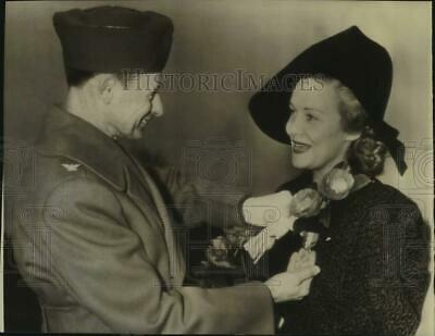 $ CDN16.92 • Buy 1942 Press Photo Madeline Carroll, Actress With Colonel E. W. Opie, Maryland