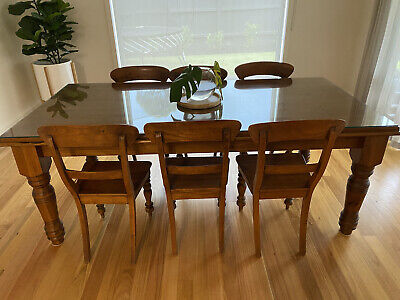 AU600 • Buy Dining Table And Chairs 6 Used