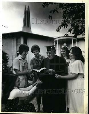 $ CDN22.90 • Buy 1978 Press Photo Barney McClain, Baptist Seminary Graduate With His 5 Daughters
