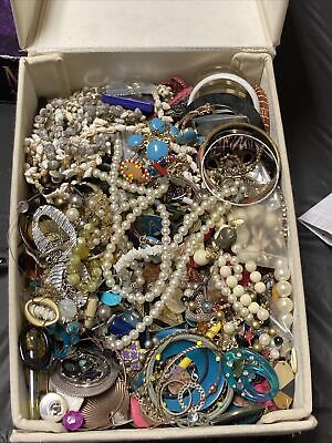 $ CDN66.55 • Buy 5+ Pounds UNSEARCHED Bulk Lot Vintage Costume Jewelry. Wear, Repair, Resell!