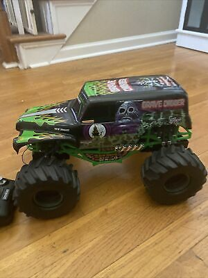 "New Bright 1:10 RC Monster Jam Grave Digger Truck 15"" Rock Crawler Shell Chassis • 36£"