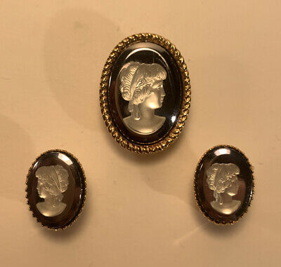 Vintage Cameo Clip On Earring And Broach Set. • 2.99£