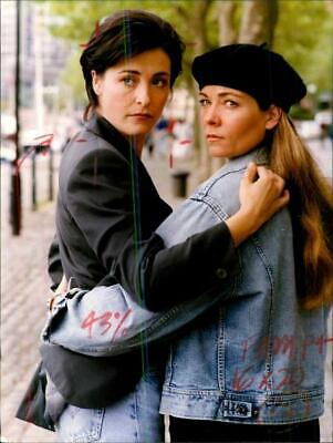 £12.97 • Buy Amanda Donohoe And Theresa Russell. - Vintage Photograph 2164962