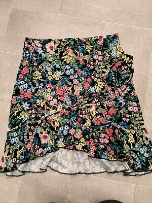 £3 • Buy H&M Floral Frill Skirt. Size S. Worn Once