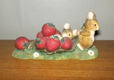 £14.99 • Buy Border Fine Arts Merrie Mice Fruit Fun Strawberry Bed A1809