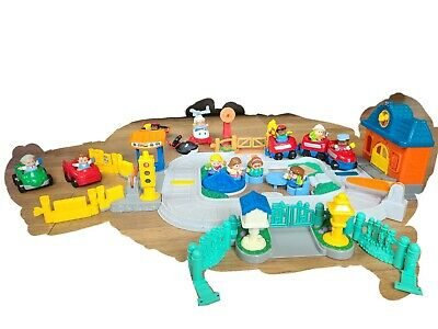£12 • Buy Fisher Price Train Set With Extra Little People