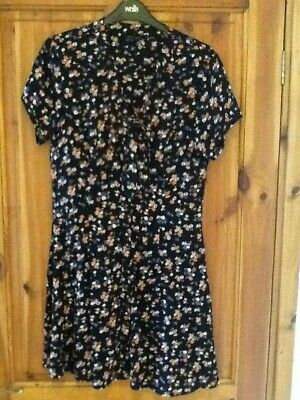 £4 • Buy New Look Floral Button Front Dress Size 10