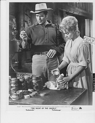 $39.99 • Buy Clint Walker Night Of The Grizzly VINTAGE Photo.