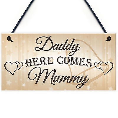 £3.99 • Buy Daddy Here Comes Mummy Hanging Plaque Cute Page Boy Flower Girl Wedding Day Sign