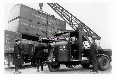 Pu3086 - LMS - Scammell Lorry  No.653-G, Container Being Loaded - Photograph 6x4 • 2£